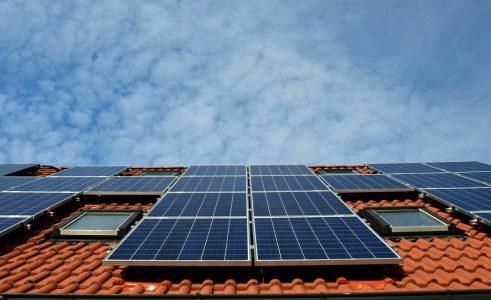 Lønner det seg å produsere egen strøm fra sola på Nord-Senja